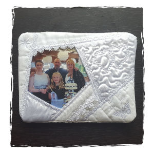 Crazy Quilt Photo Frame/Mug Rug - In-the-hoop