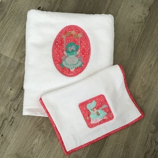 Swinging Sunbonnet Burp Cloth